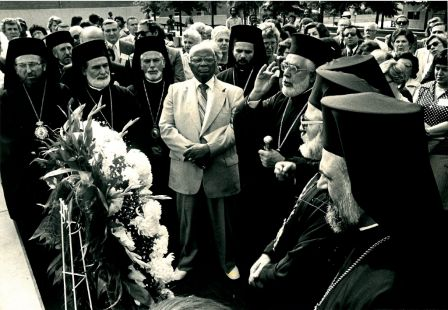 Archbishop Iakovos Places Wreath on Grave of Martin Luther King, Jr., in Atlanta